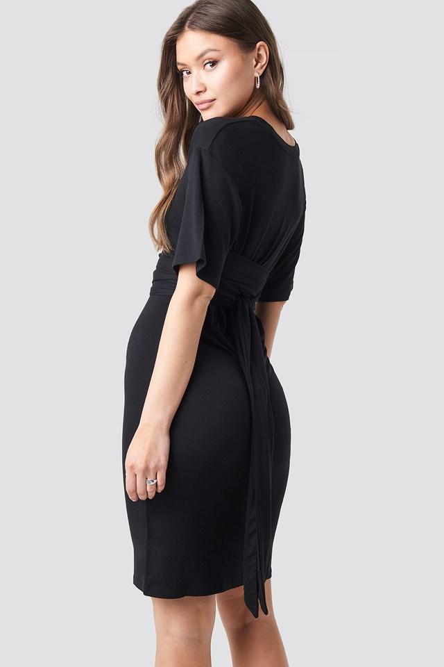 Sukienka O Fasonie Kopertowym Black