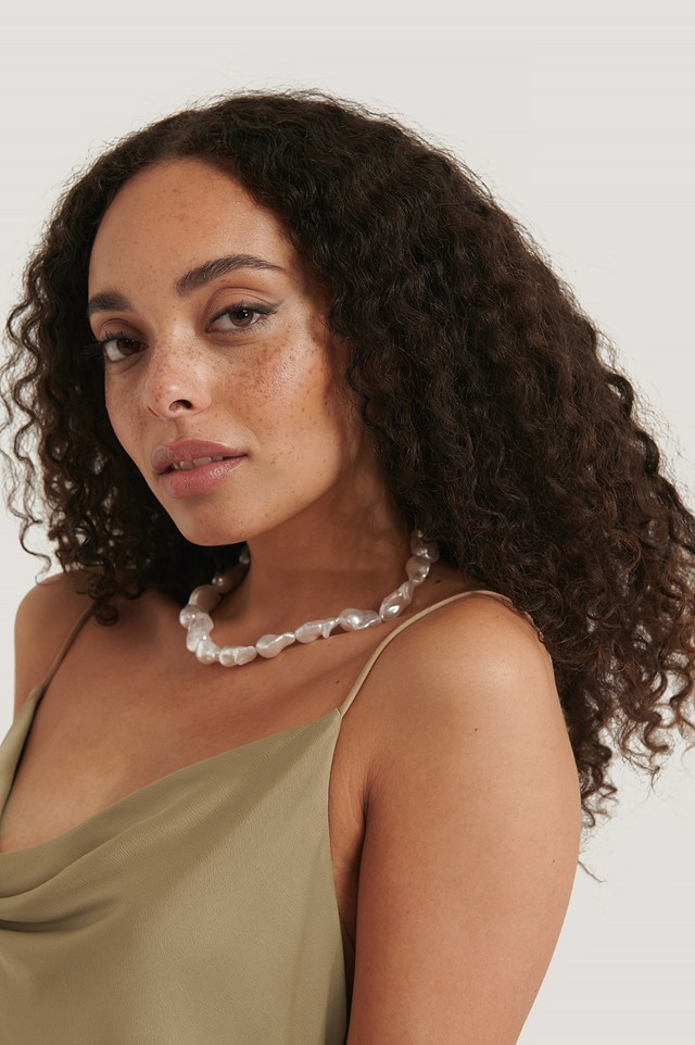Oversize Pearl Necklace White