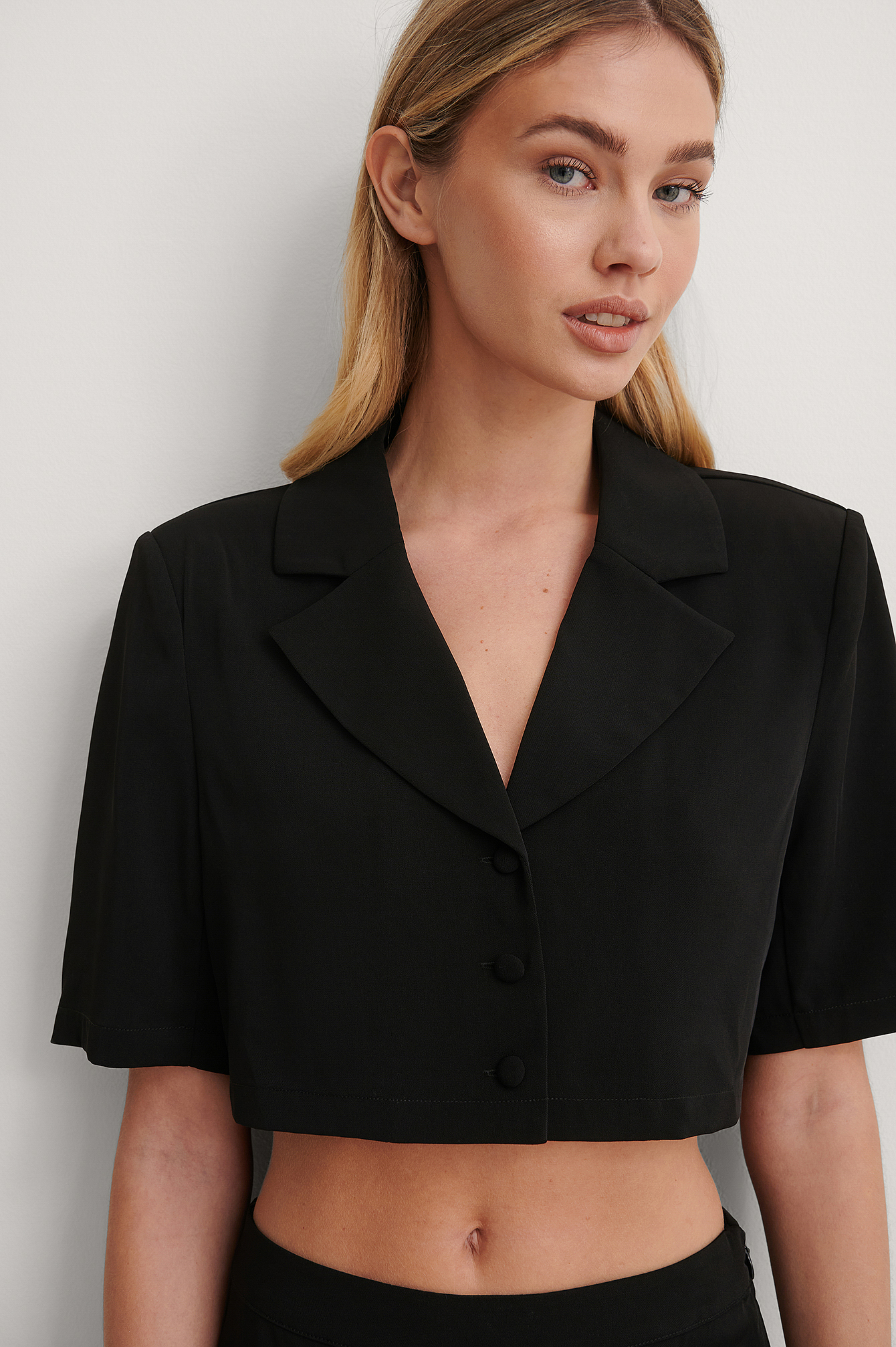 Black Marked Shoulder Cropped Shirt