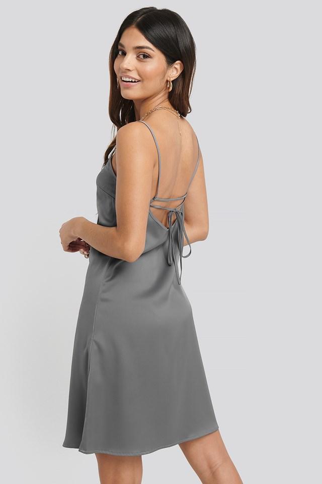 Silver Satynowa Sukienka Z Ramiączkami