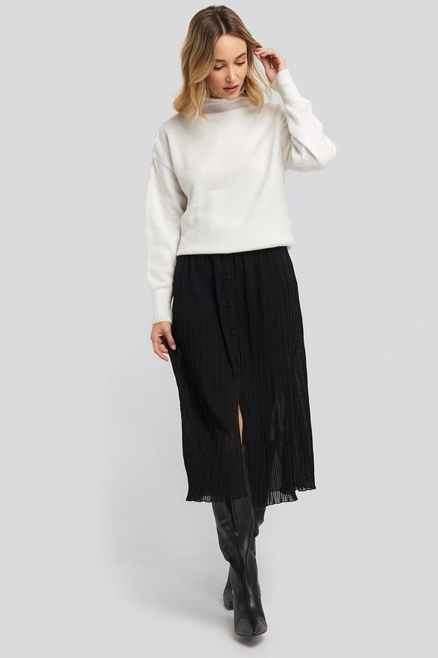 Button Detail Pleated Skirt Black