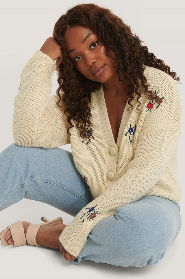 Embroidery Cropped Knitted Cardigan White