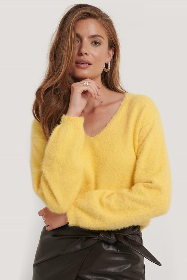 Sweter Z Dzianiny Z Pierzastej Włóczki Dusty Yellow