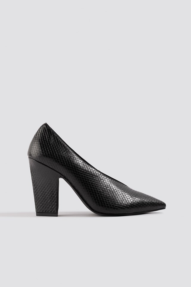 High Vamp Pointy Pumps Black