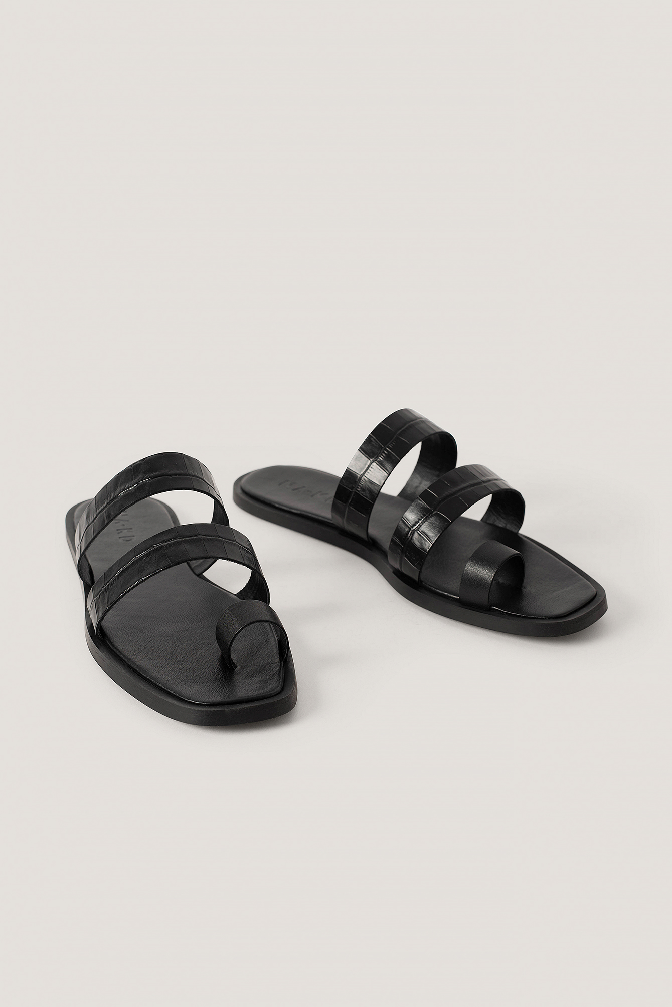 Black Leather Toe Ring Strap Sandals