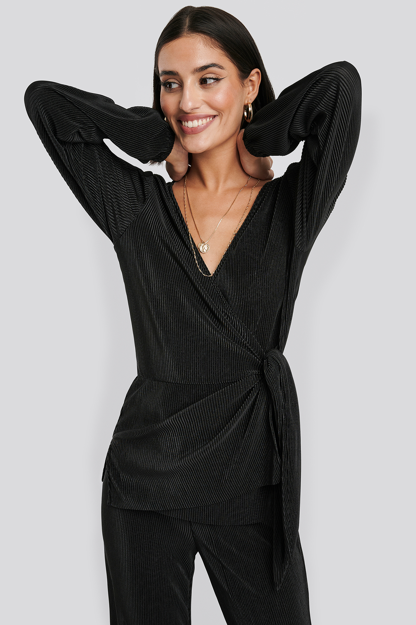 Black Overlap Knot Pleated Top