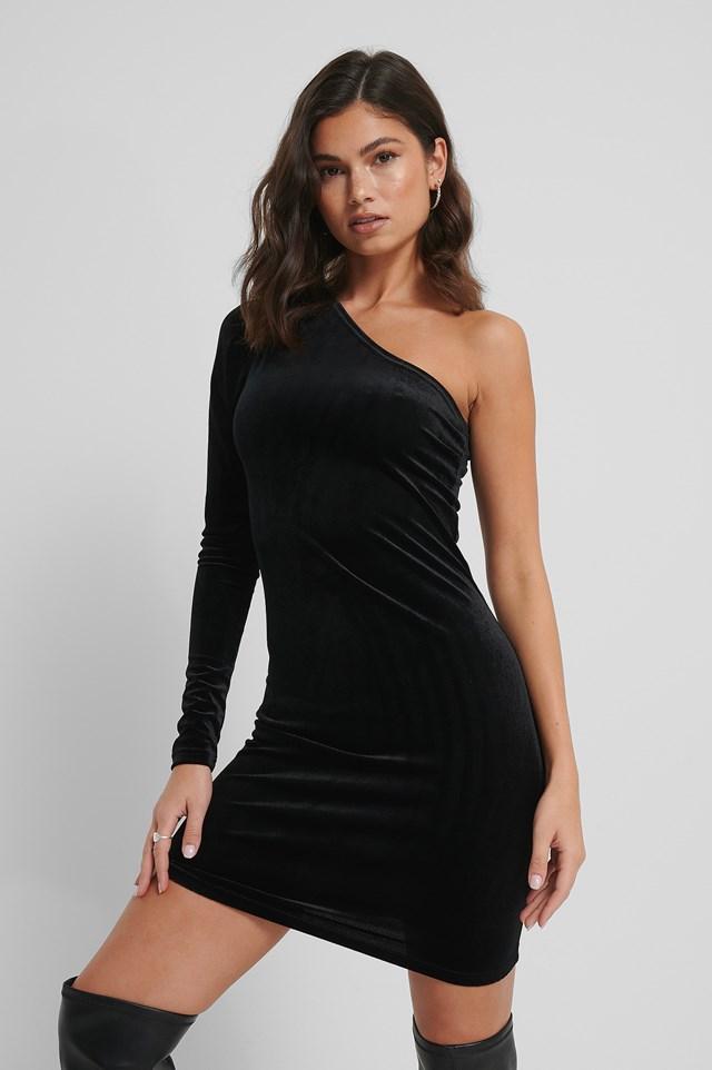 Black Aksamitna Sukienka Odsłaniająca Jedno Ramię