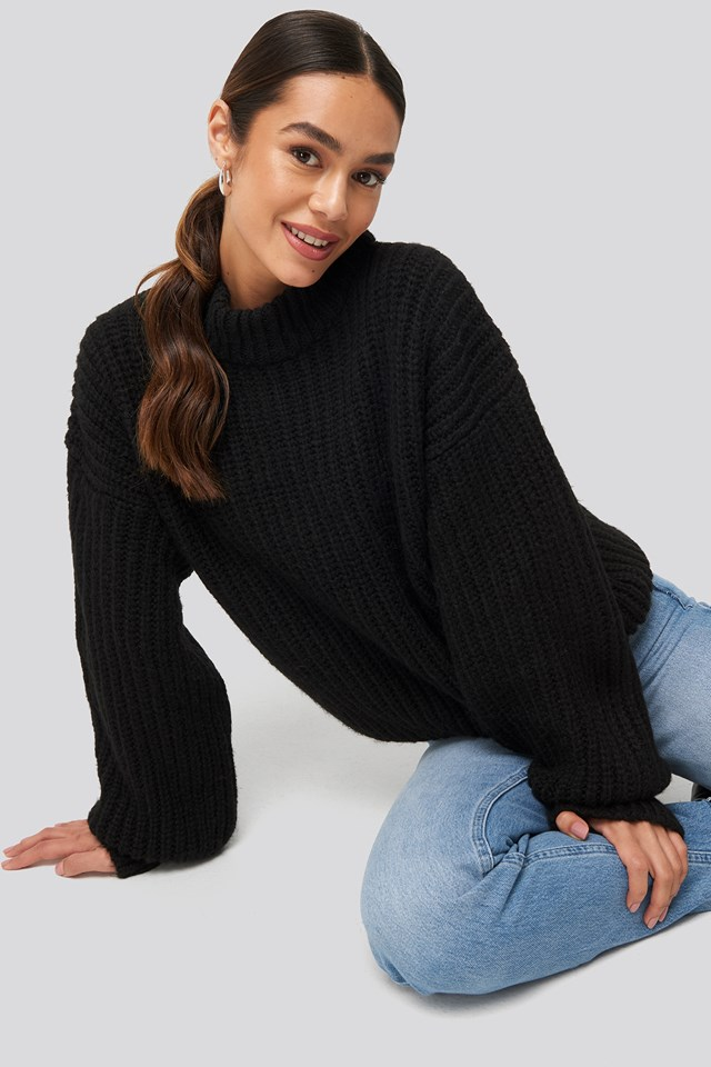 Round Neck Knitted Sweater Black