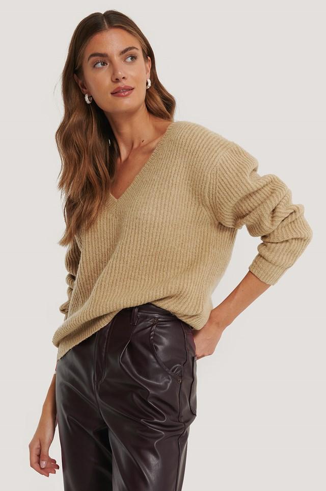 Luźny Sweter Z Dekoltem W Serek Beige