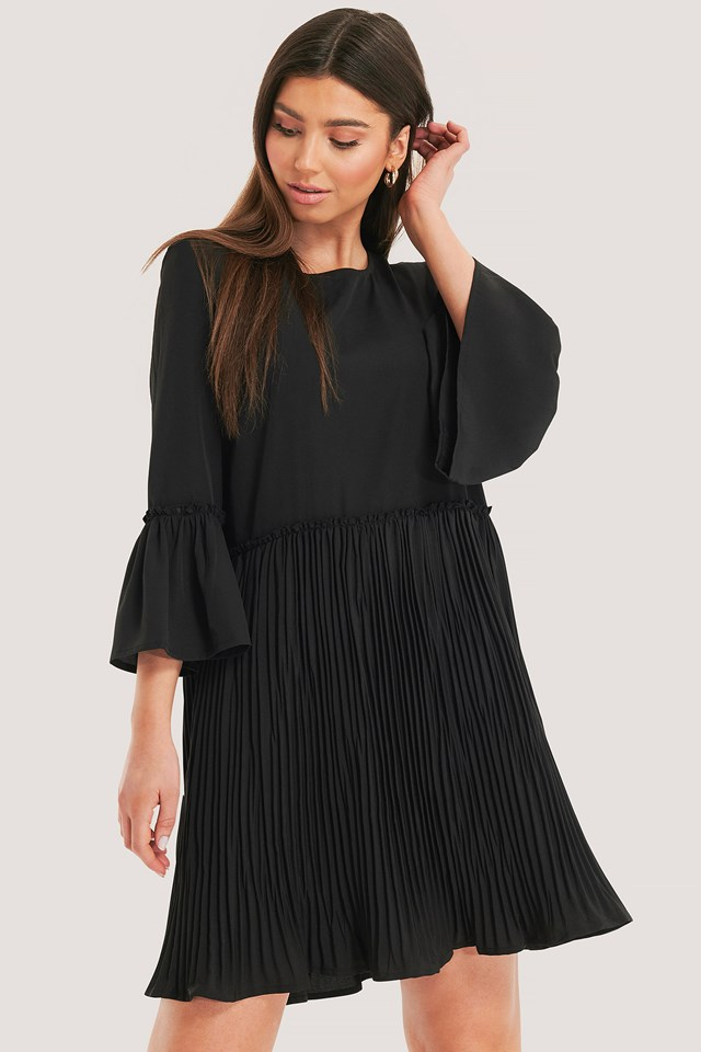Pleated Round Neck Dress Black