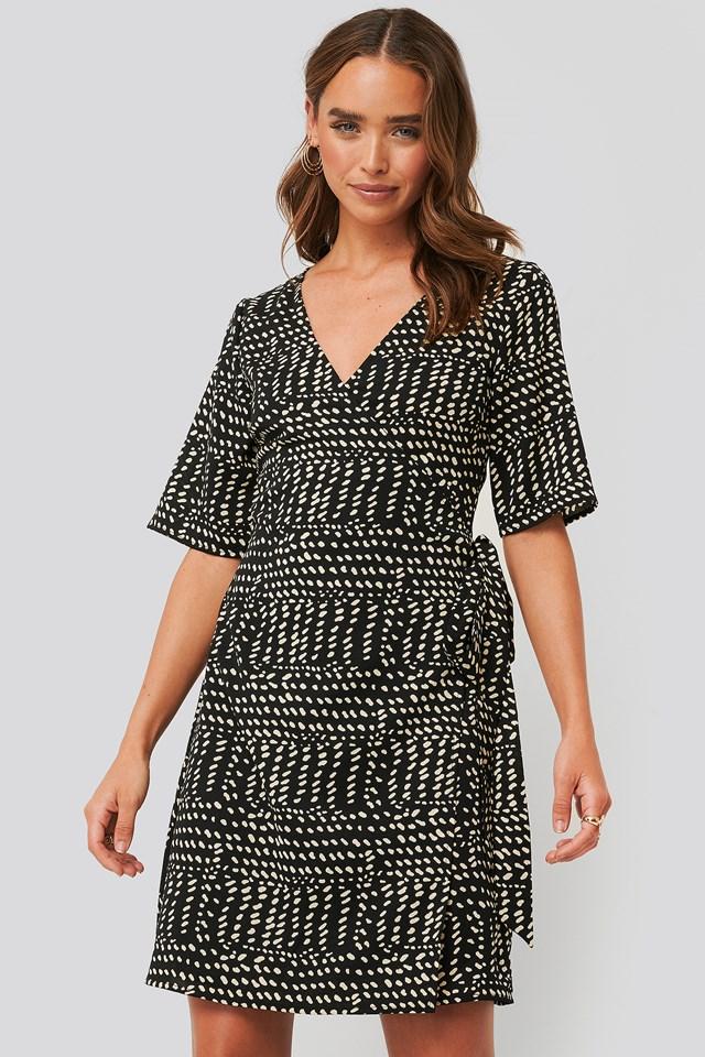 Black Sukienka Z Zachodzącym Na Siebie Dołem