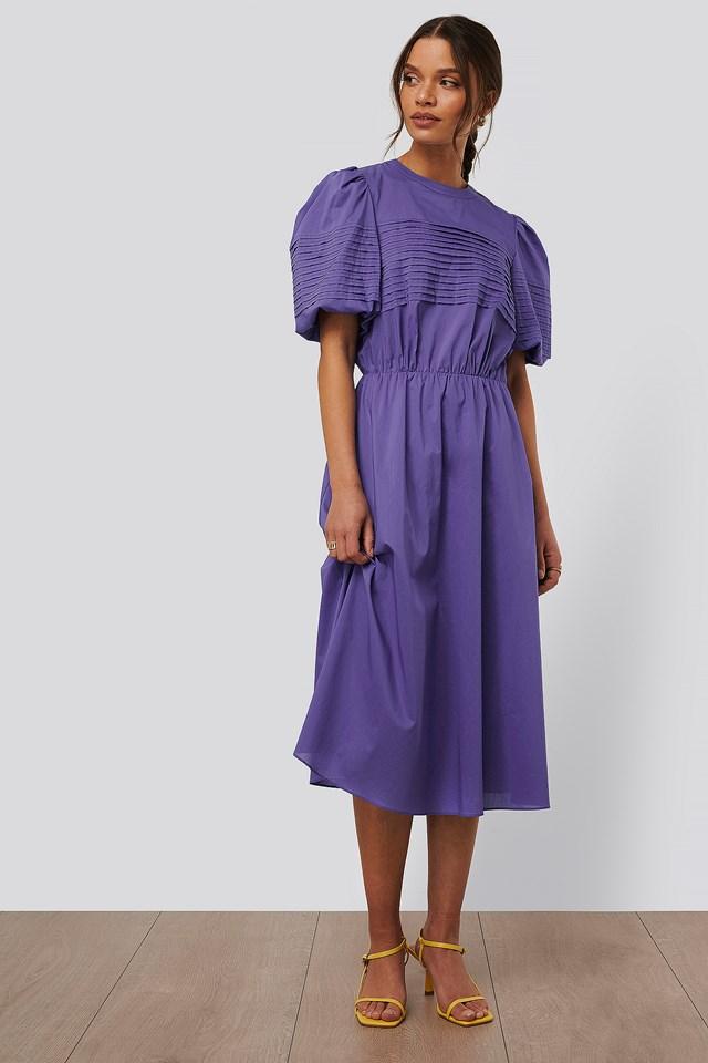 Purple Sukienka Midi Z Krótkimi Bufiastymi Rękawami
