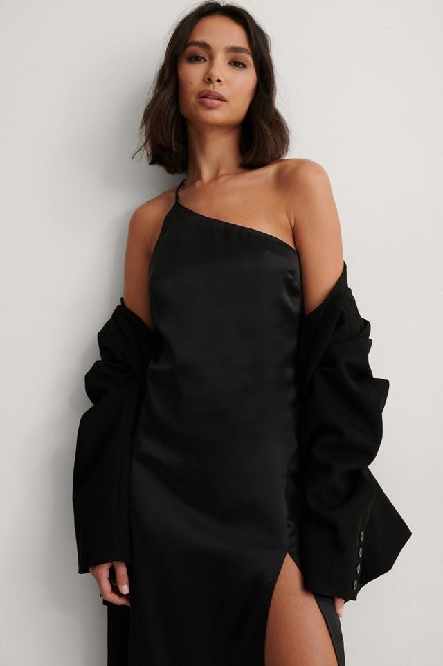 Black Asymetryczna Satynowa Sukienka Z Rozcięciem Z Boku