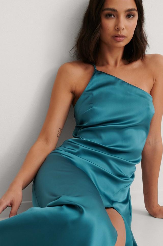 Blue Asymetryczna Satynowa Sukienka Z Rozcięciem Z Boku