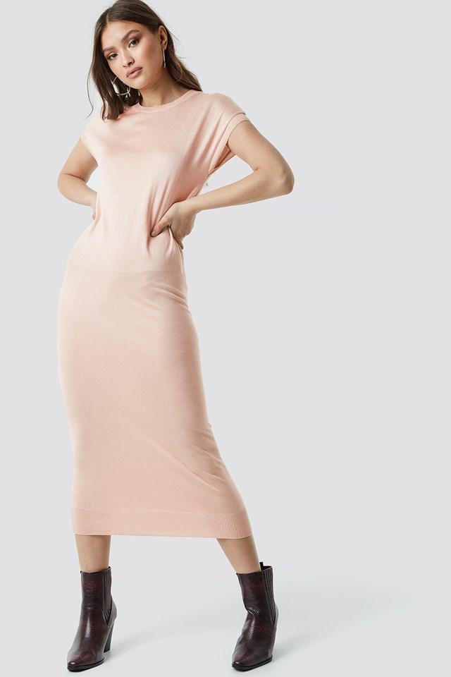 Soft Pink Sleeveless Midi Knit Dress
