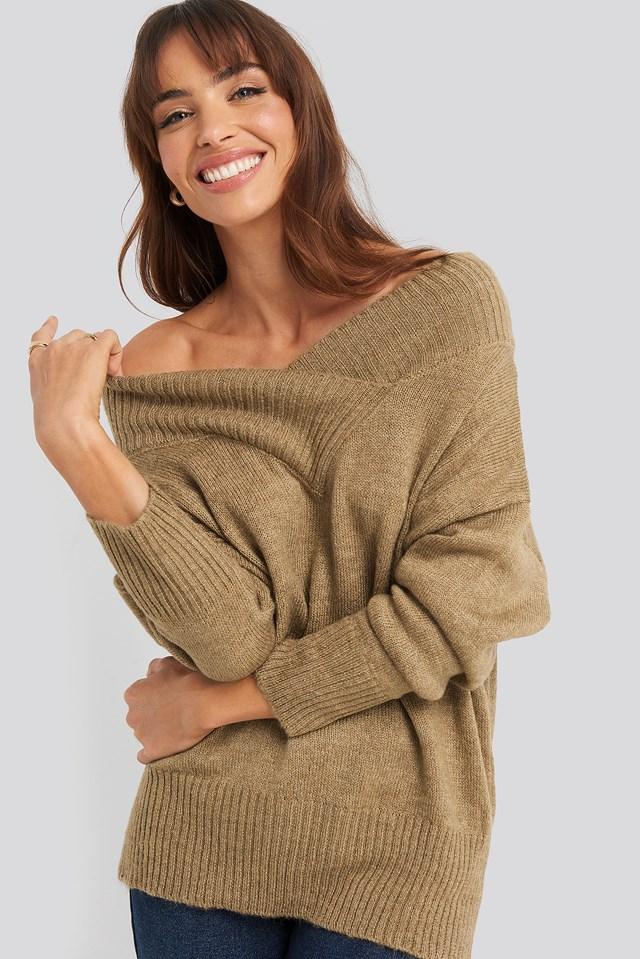 Sweter Z Dekoltem W Serek Beige