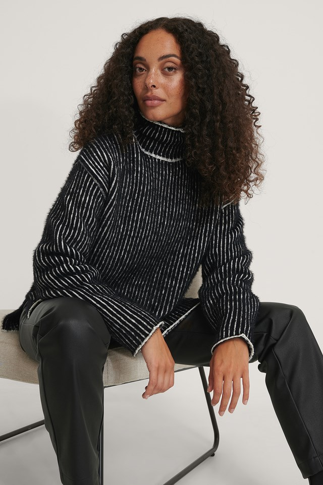 Black/White Small Stripe Brushed Knitted Sweater