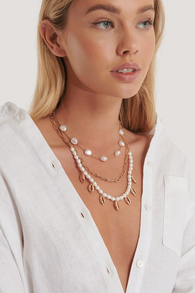 Three Layered Pearl Shell Neceklace Gold