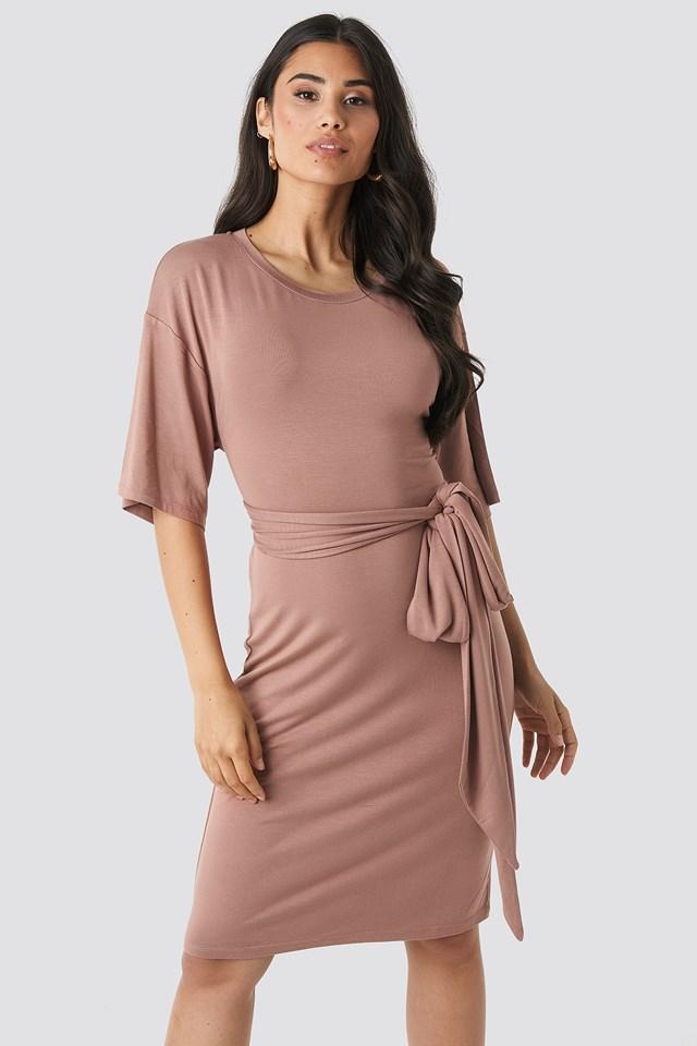 Sukienka O Fasonie Kopertowym Dusty Dark Pink