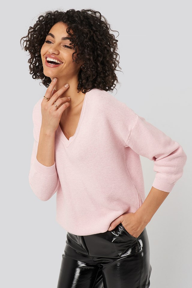 Sweter Z Dekoltem W Serek Pink